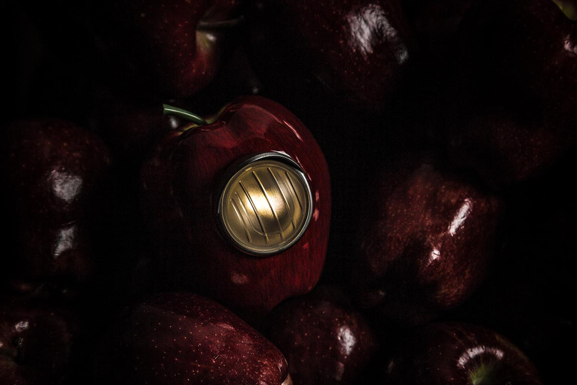 UNDERCOVER x Medicom Toy GILAPPLE 蘋果燈回歸