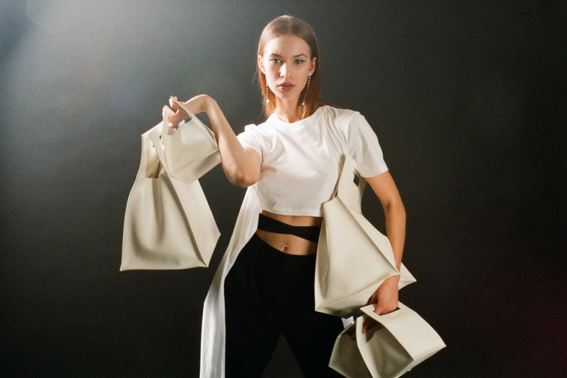 2018 女裝造型特集 「Cache And Carry」