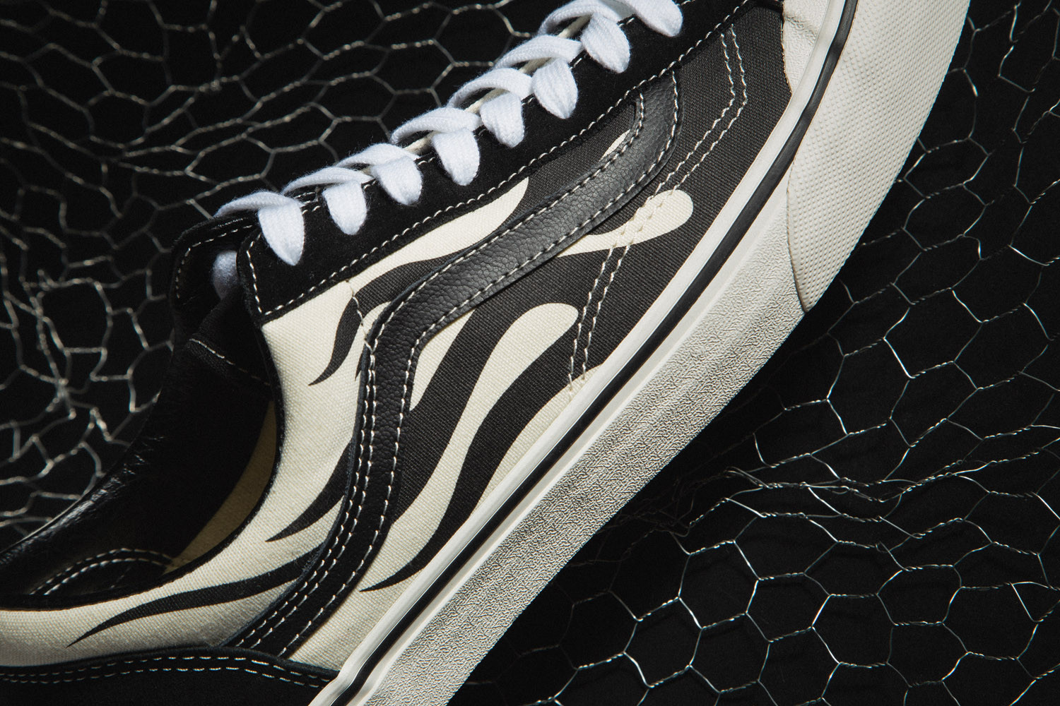 """SK8-Hi 138 Decon SF """"Barbed Wire"""" & Flame Style 36 """"Black"""""""