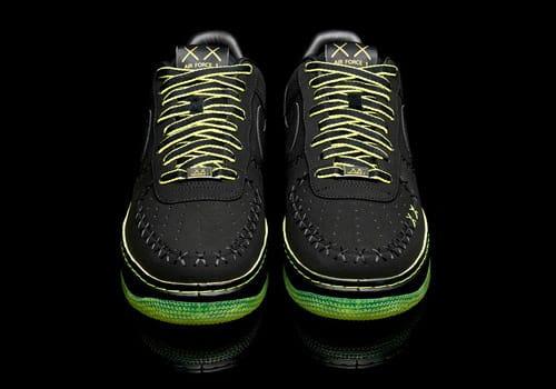 Nike 1World Air Force 1 by KAWS | HYPEBEAST