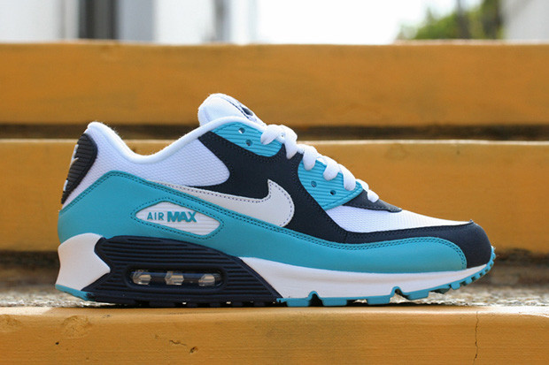 sale retailer 2d5dc 06e58 May welcomes another solid offering in Nike s Air Max 90.