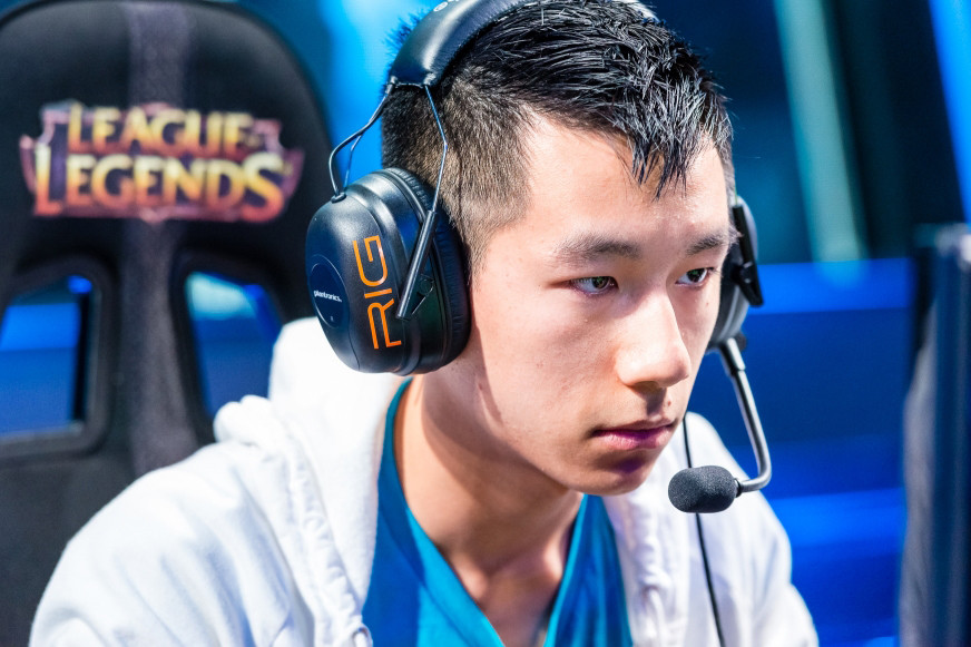 league-of-legends-champion-retires-with-wrist-injury-0