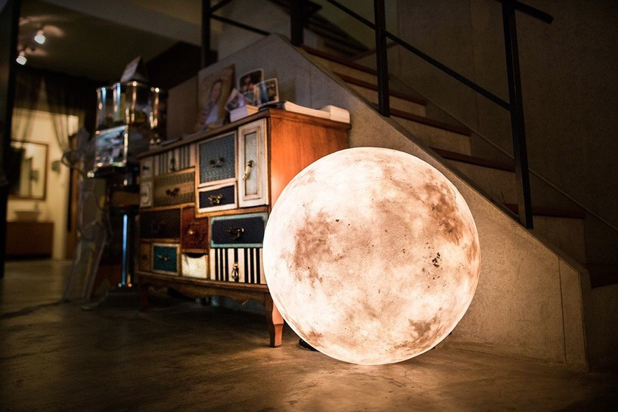acorn-studio-luna-moon-lamp-0