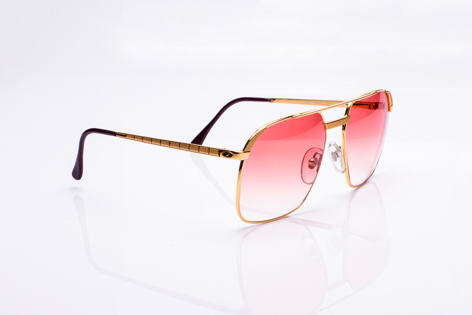 9c3d3433cf Here s 17 Vintage Frames Streetwear Brands Try to Imitate