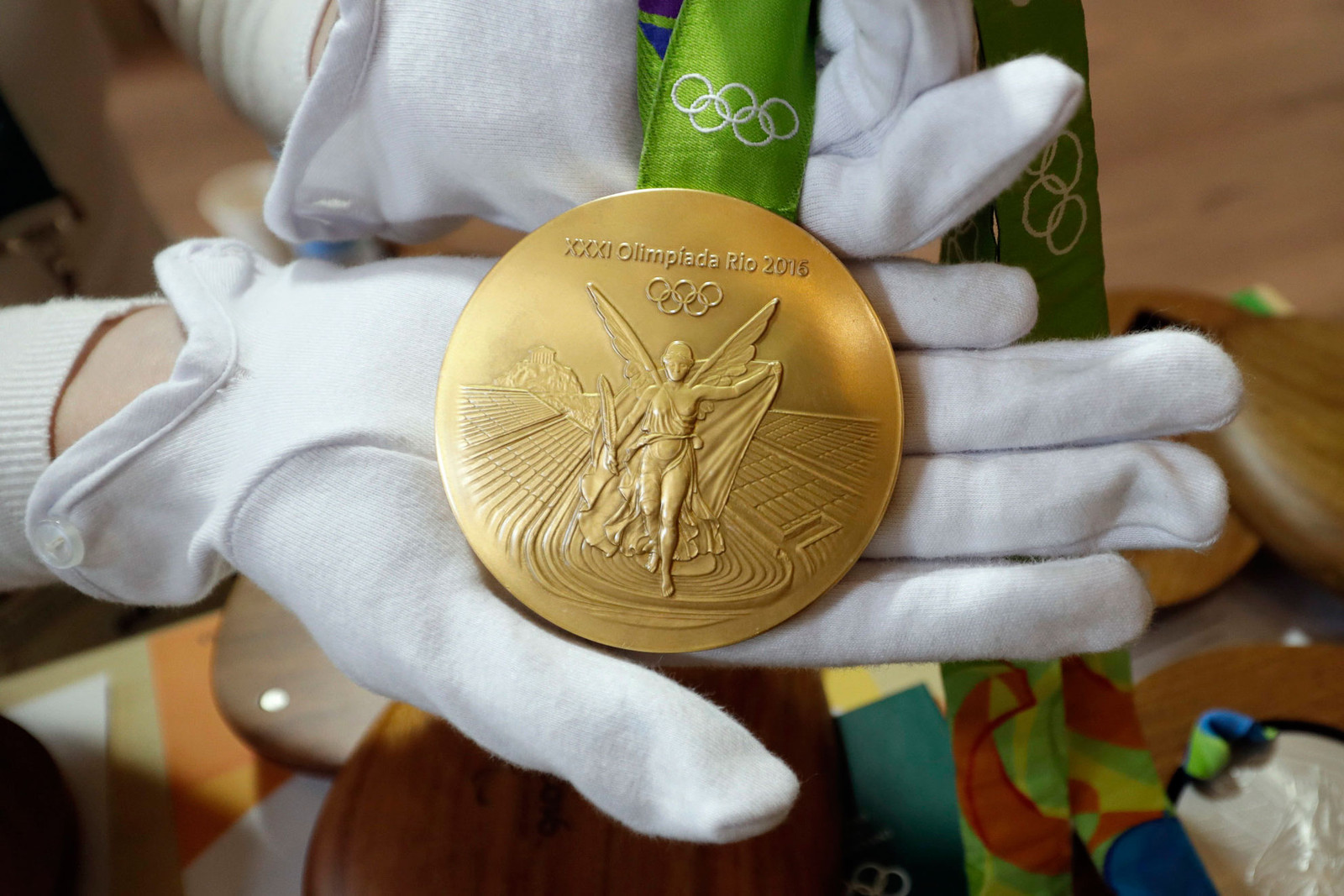 olympians-who-sold-gold-medals-0