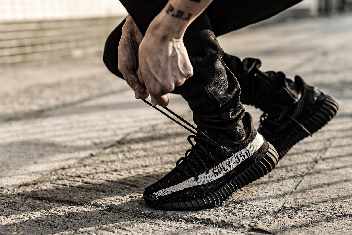 yeezy-boost-350-v2-black-white-raffle-0