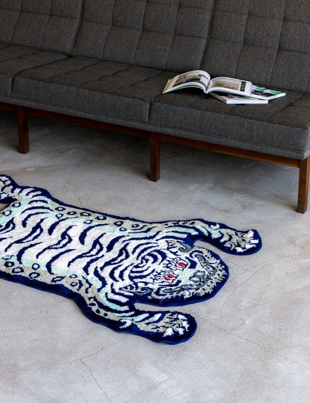 RAW EMOTIONS Mascot Tiger Rug White/ Navy Men