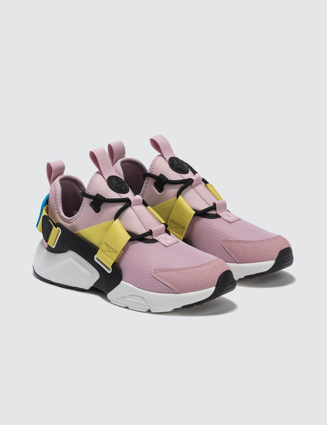 4e5a0a582f Nike - W Nike Air Huarache City Low | HBX