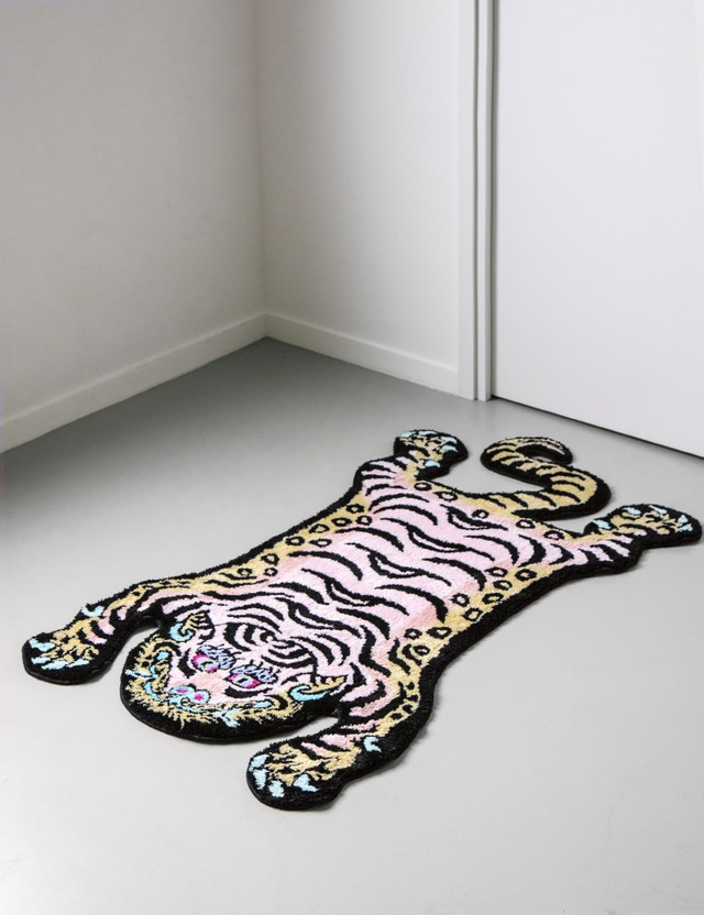 RAW EMOTIONS Medium Tibetan Tiger Rug Cotton Candy Red Unisex