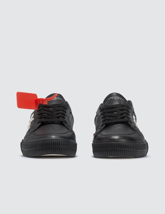 Off-White Arrow Low Vulcanized Sneaker