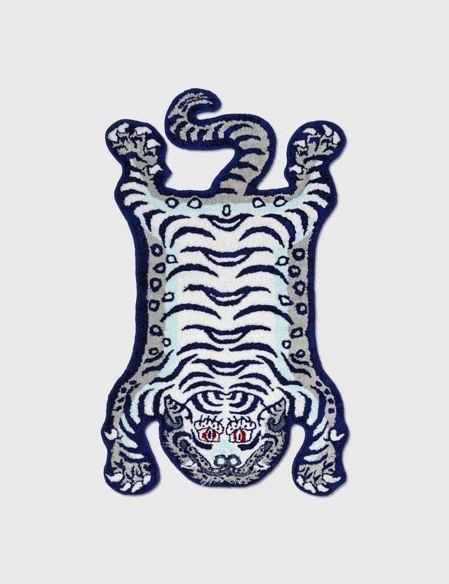 RAW EMOTIONS Medium Tibetan Tiger Rug White/ Navy Life