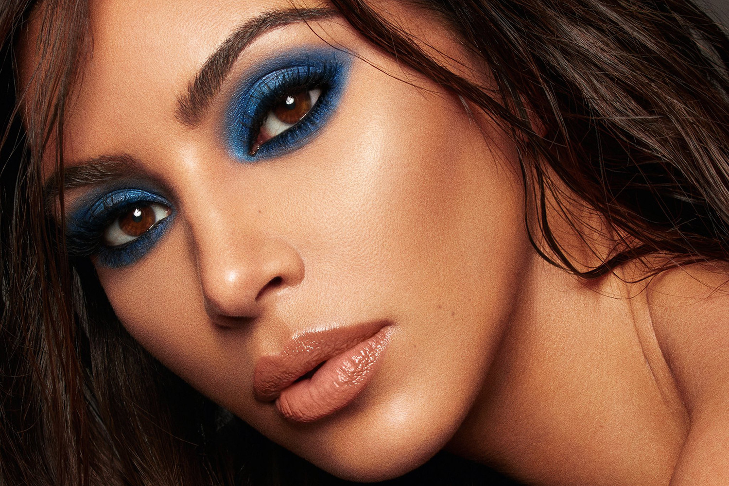 KKW Beauty Kim Kardashian Blue Eyeshadow Mario Dedivanovic