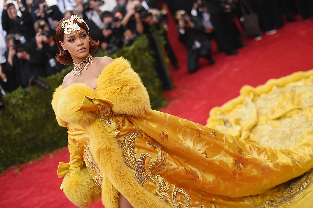 Rihanna Met Gala Red Carpet Look John Galliano Custom Dress Coat Mitre Hat Fashion Pope Metropolitan Museum of Art Costume Institute Benefit Celebrity Style Comme Des Garcons Rei Kawakubo Floral Sculptural