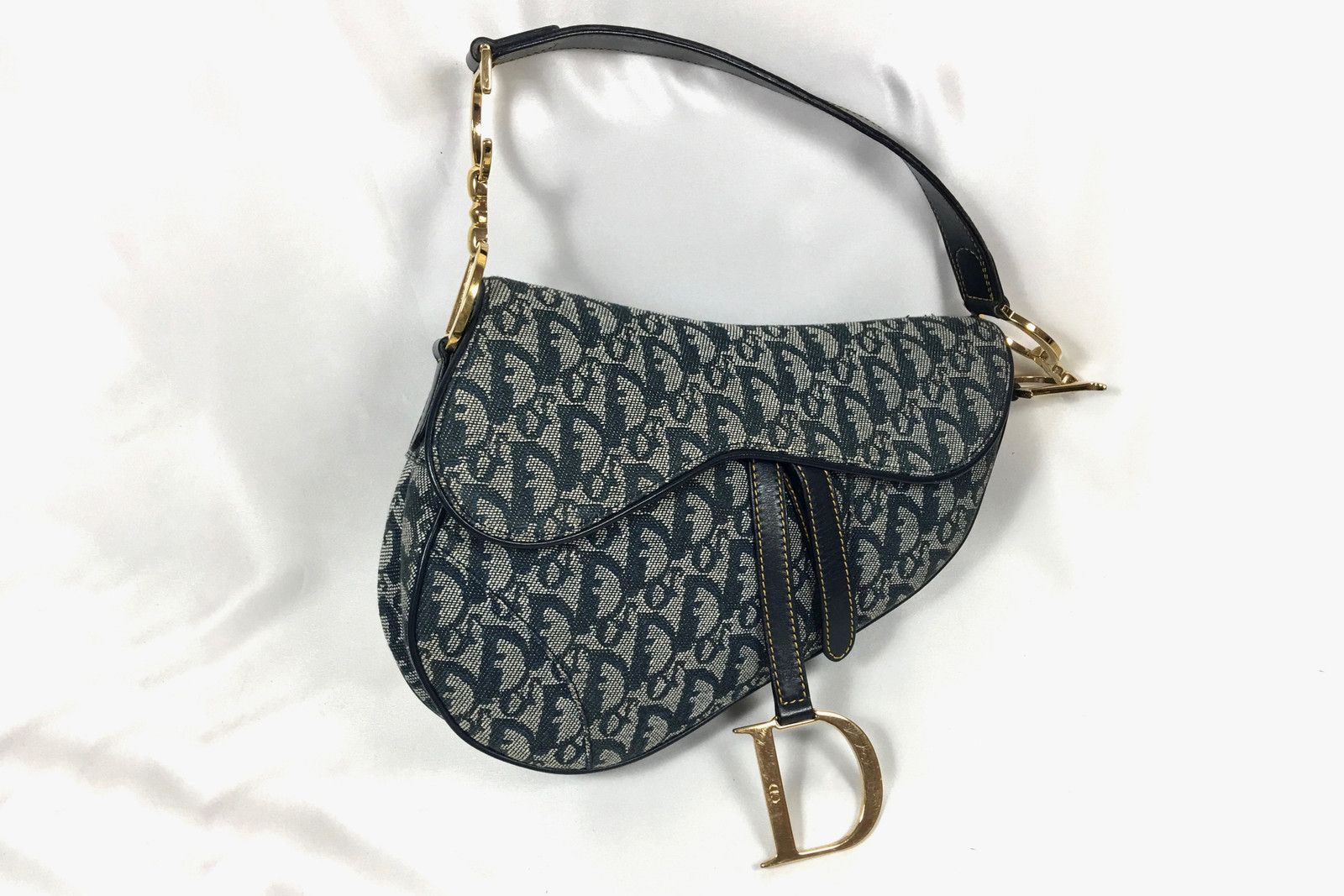 Where to Buy Luxury Designer Vintage Pieces Kendall Jenner Chanel Necklace Fendi Dior Saddle Bag Zucca Print Gucci Vestiaire Farfetch