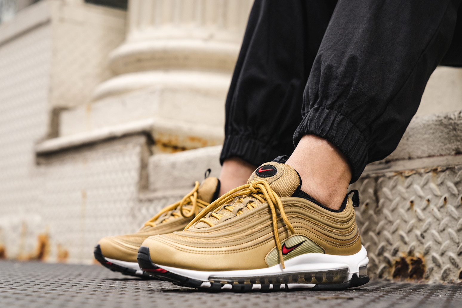 detailed look 51048 f3efe Nike Air Max 97 Metallic Gold