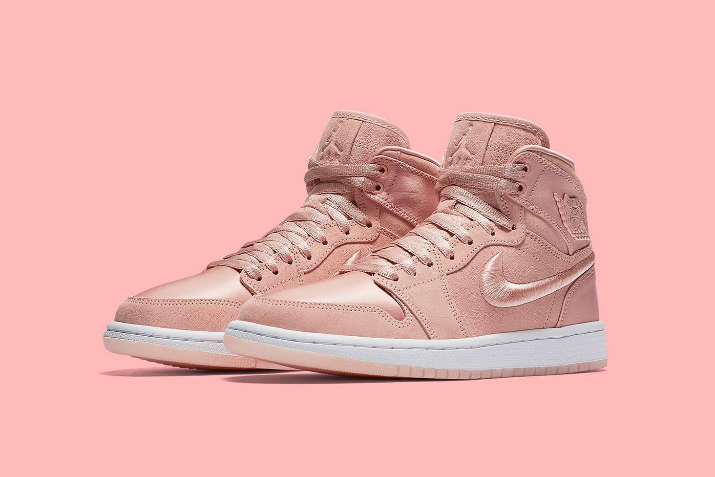 nike pink sneakers 2018