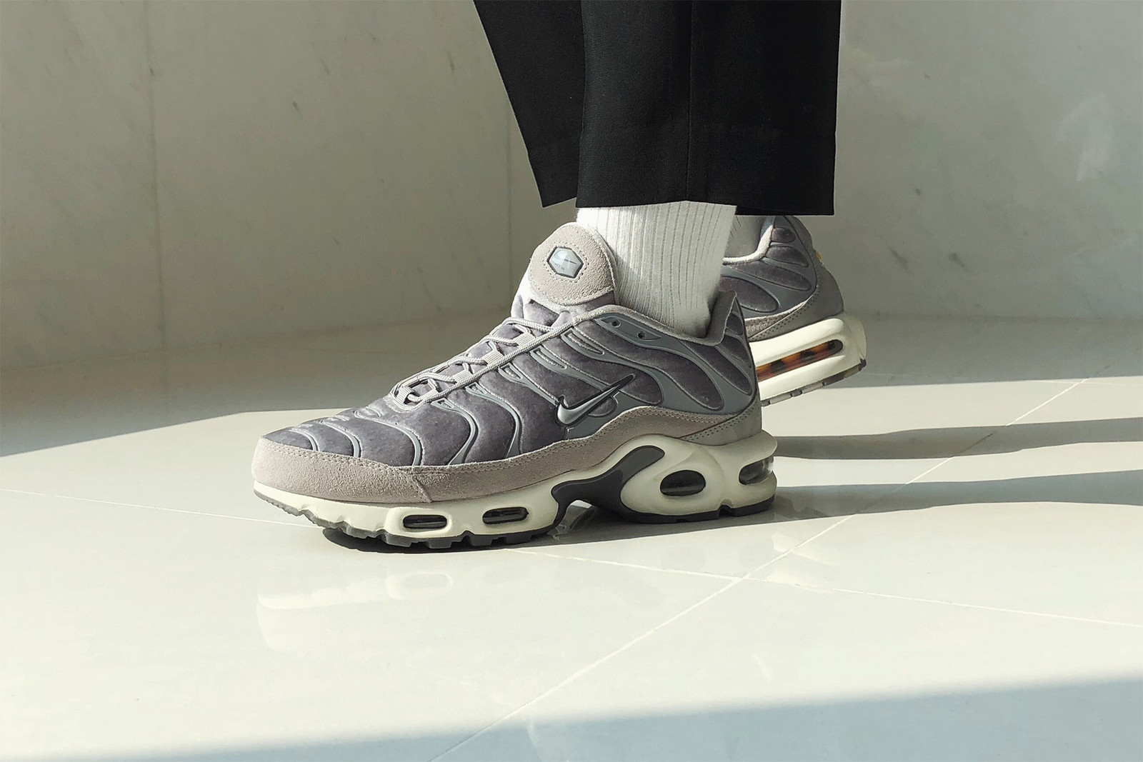 new style 2eebf 62f18 Review: Nike Air Max Plus LX Velvet