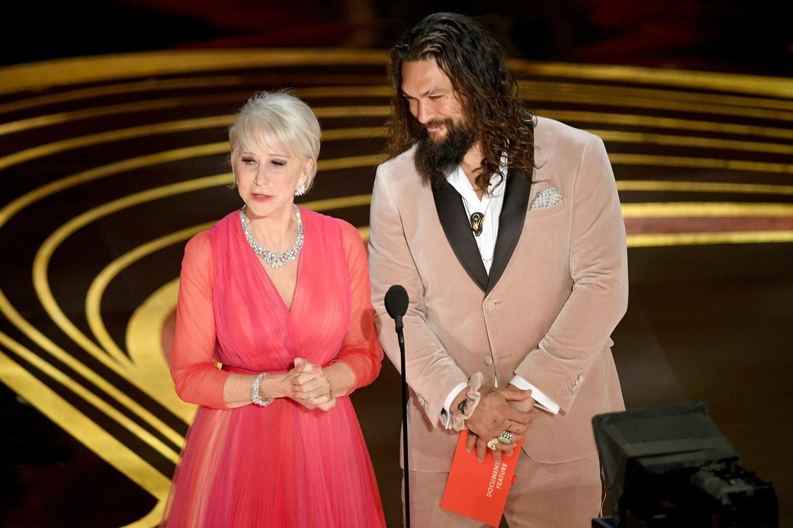 jason momoa pink fendi scrunchie hair accessories aquaman oscars academy awards