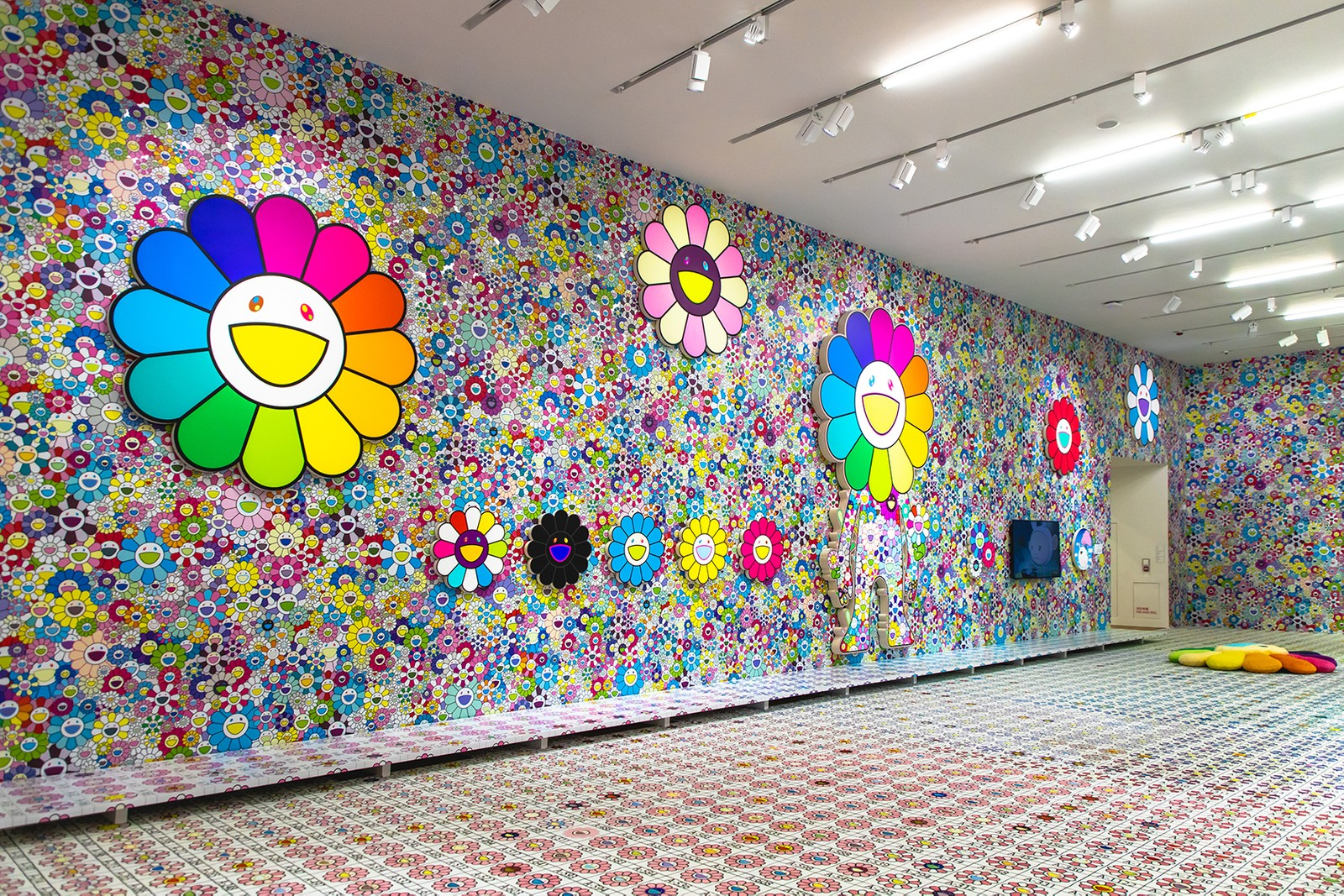 takashi murakami exhibit hong kong flower skull tai kwun gallery collection costume gold doramon asia pop-up shop plushie notebook sticker