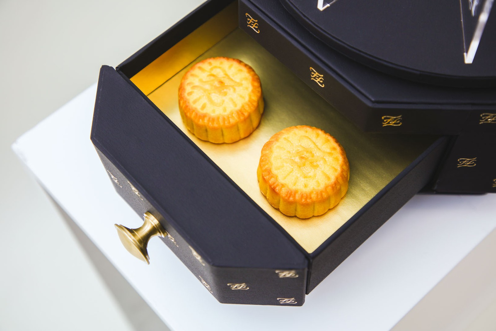 best mooncakes mid-autumn festival luxurious holiday louis vuitton gucci fendi maison margiela burberry loewe celine saint laurent hermes