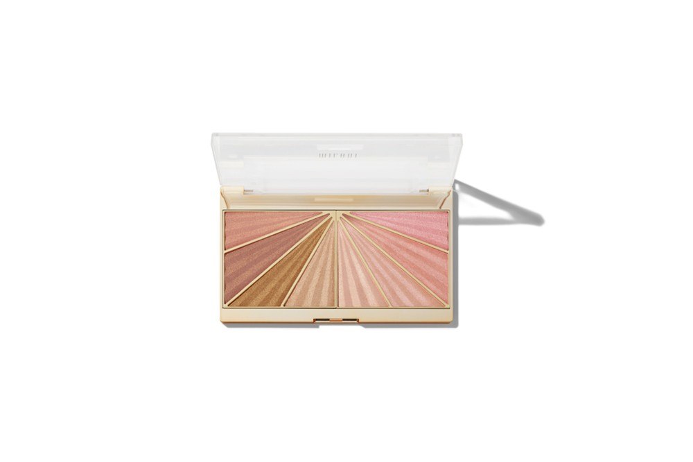 Orion Carloto Vanessa Chanel Makeup Compact Lipstick Eyeliner Beauty