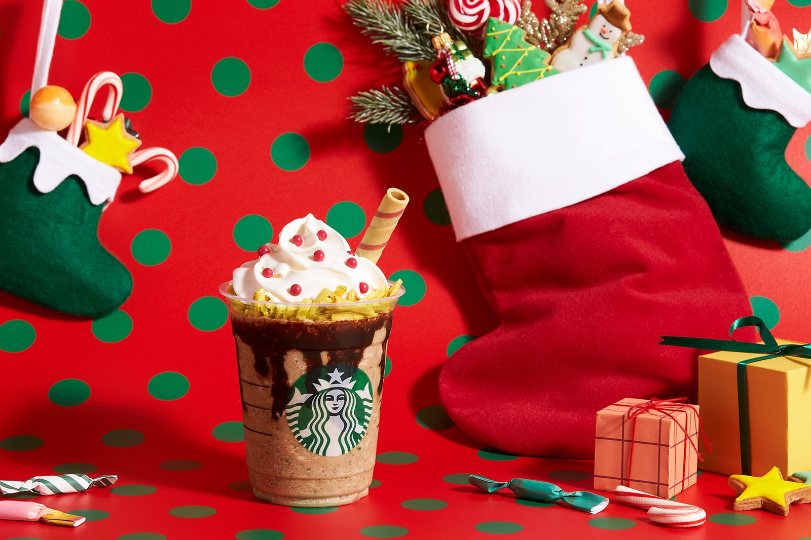 starbucks holiday christmas drinks frappuccino hong kong snoman dark mocha chocolate