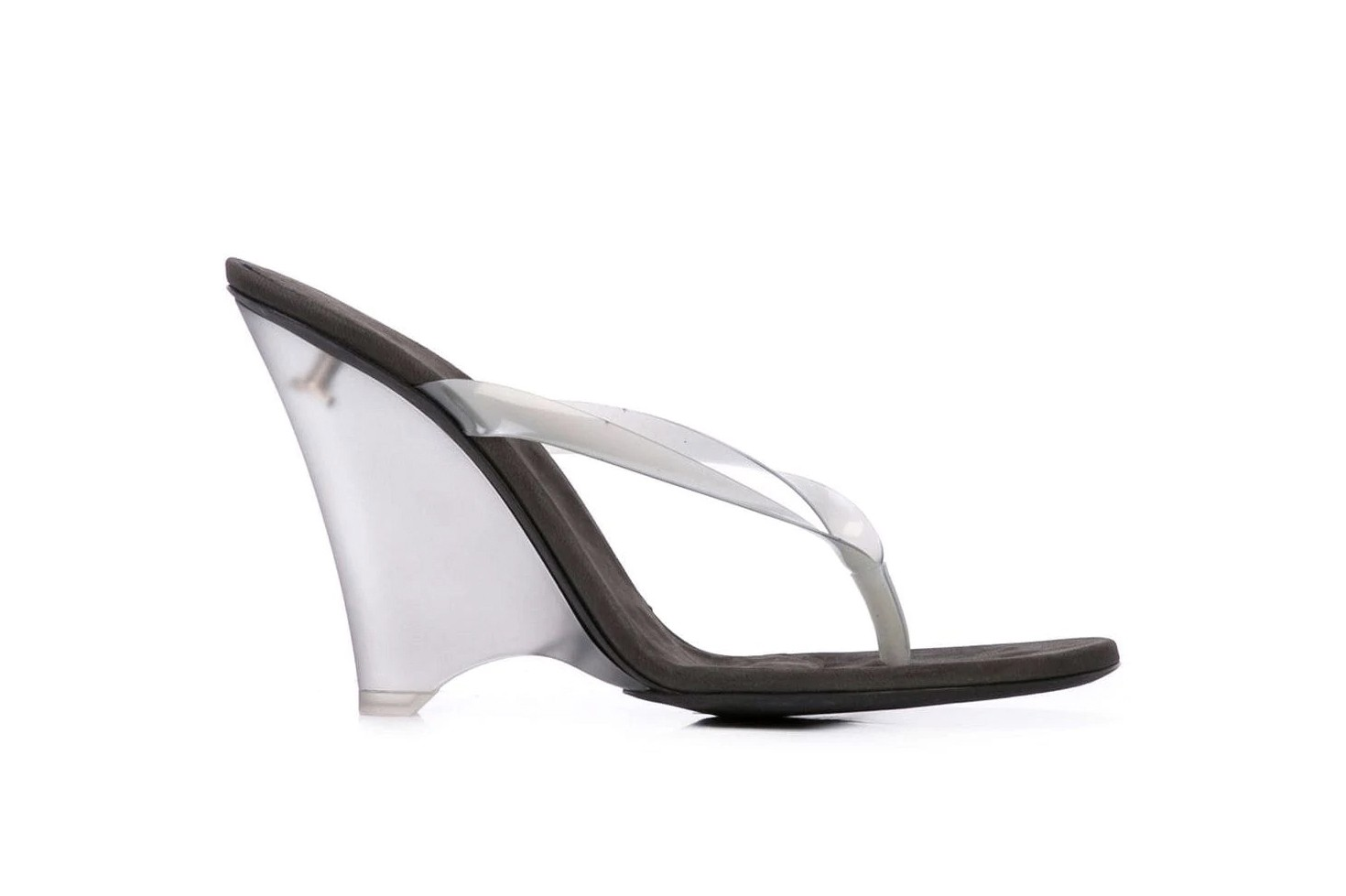Thong Sandal Trend Bottega Veneta Balenciaga YEEZY Studio Amelia Gianvito Rossi Flip Flop