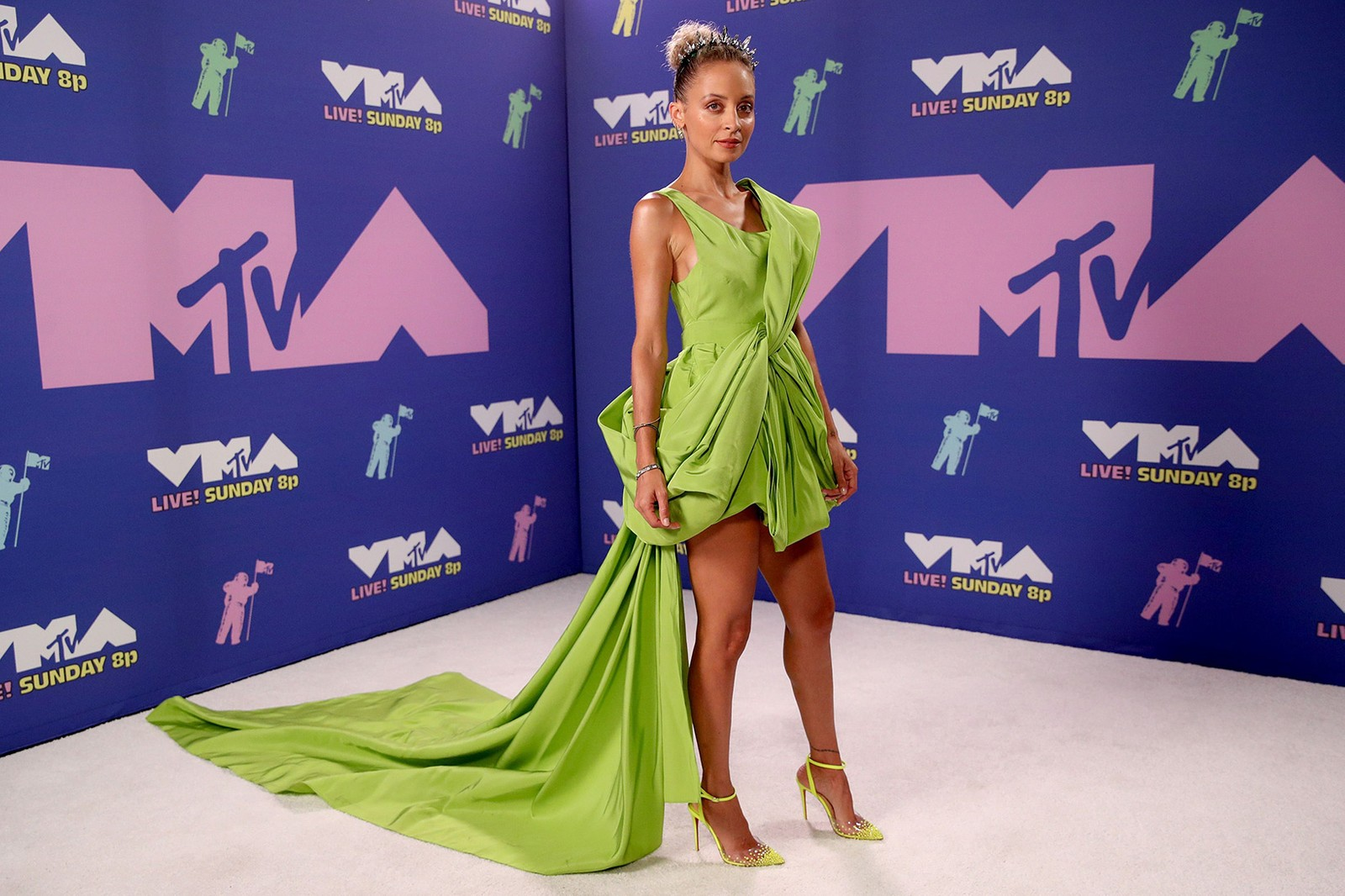 2020 mtv vmas red carpet best looks nicole richie green dress gown outfit