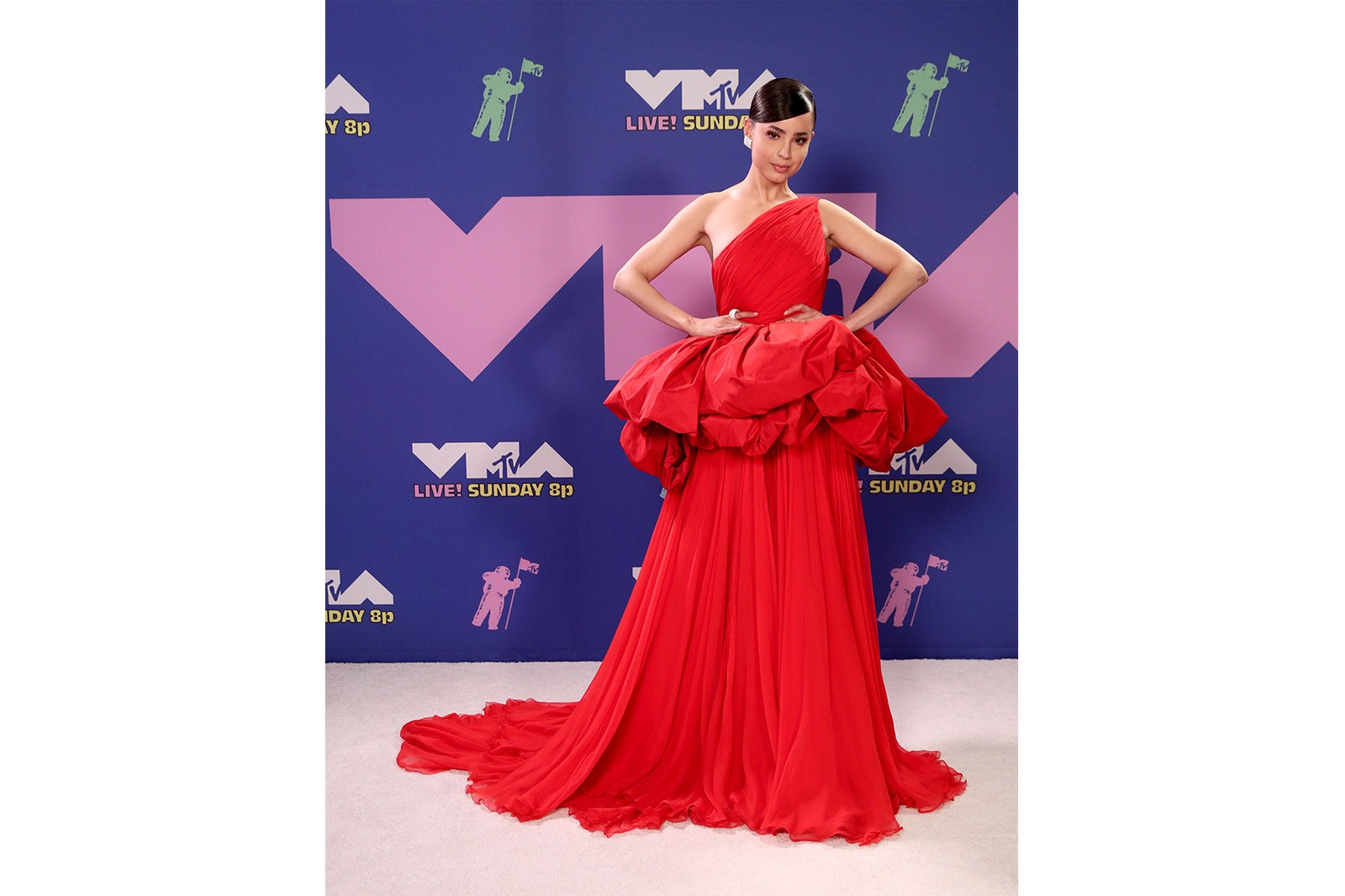 2020 mtv vmas red carpet best looks sofia carson red gown dress outfit