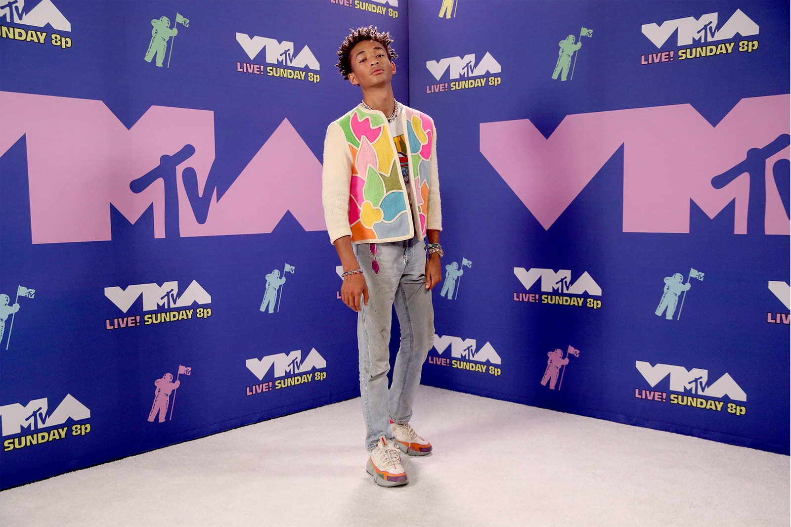 2020 mtv vmas red carpet best looks jaden smith cardigan jeans outfit