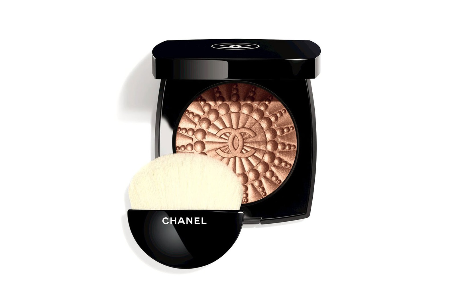 chanel beauty le blanc makeup collection eyeshadow lipsticks highlighters