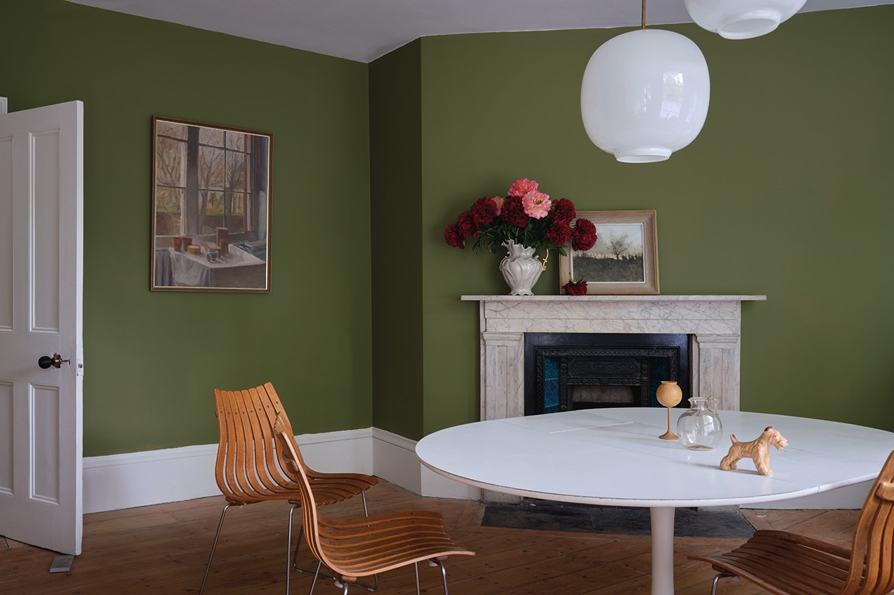 Living Room Paint Color Ideas Wall Farrow & Ball Hazy Blue Yellow Green Modern Home Interior Design Art Painting Flowers California Collection Kelly Wearstler Charlotte Cosby