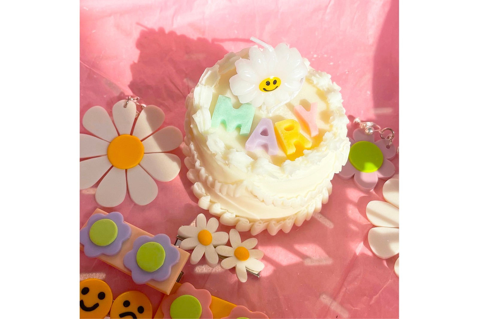 Sculpted Candle Yui Brooklyn Cake Shaped