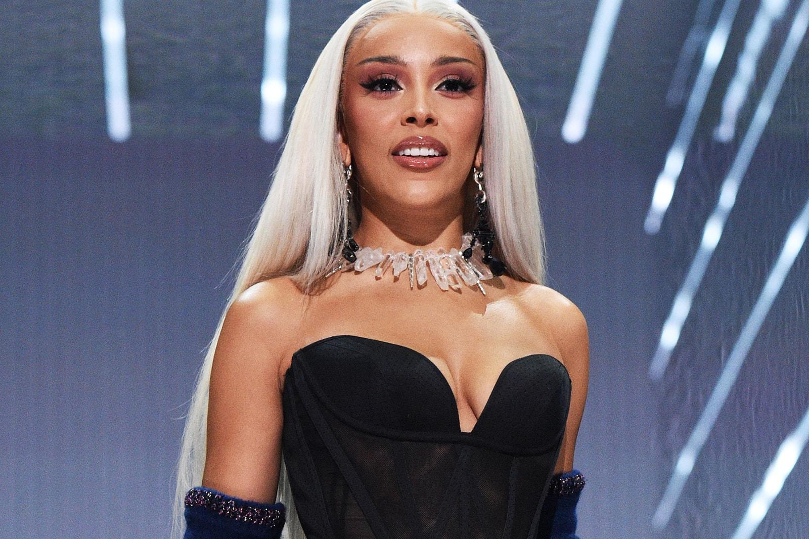 Doja Cat 2021 MTV VMAs Red Carpet Hairstyle Hairdo J Stay Ready