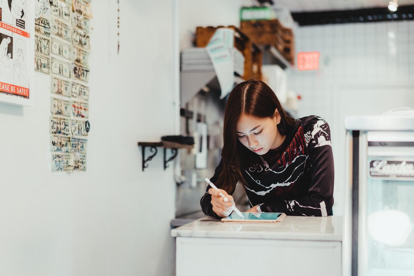 Pen & Paper: 混血模特兼插畫師 Lauren Tsai