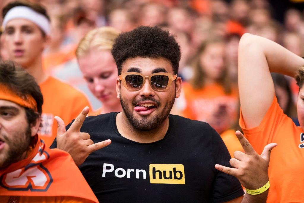 Pornhub 推出首部非情色電影紀錄片《Shakedown》,未來或將成為下一個 Netflix?