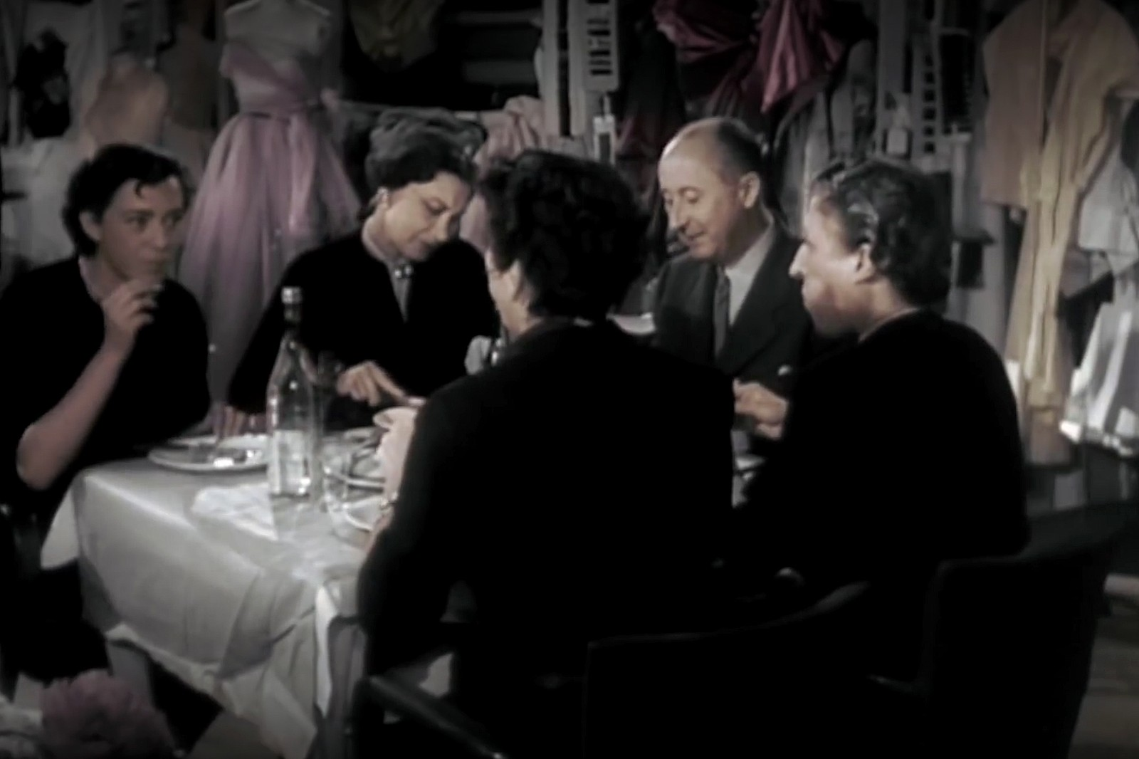 Christian Dior 释出 1949 年高级定制系列纪录片