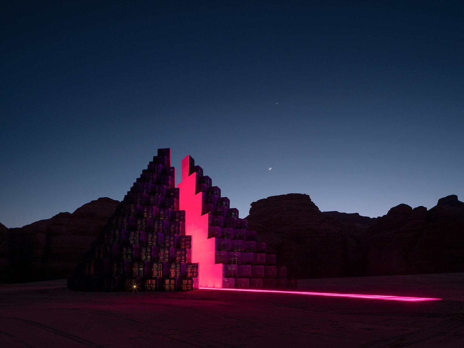 从中国甘肃到中东沙漠,盘点 9 地荒野艺术作品,并与 7 位艺术家和策展人对话