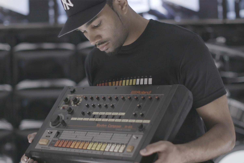 回顧傳奇 TR-808 鼓機發展歷程,10 首 808 風格單曲推介