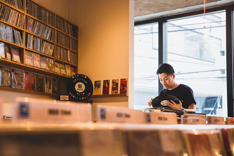 业内人士讨论曾退出舞台的黑胶唱片为何「复活」及给入门者的唱机挑选建议