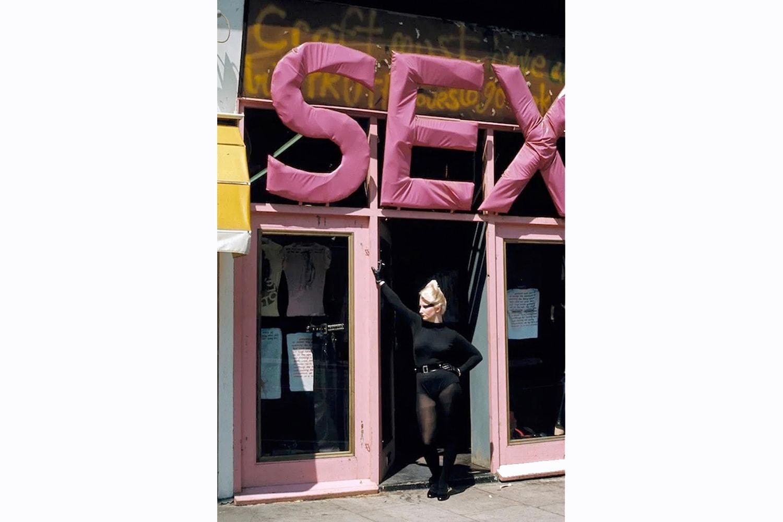 從霧海上的旅人到最後一位搖滾巨星,新浪漫主義如何引領 80 年代時尚風潮?