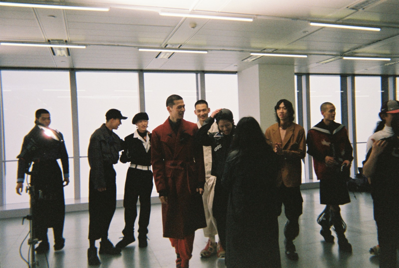 STAFFONLY 镜头下 21AW 的珍贵瞬间,记录一场时装秀的繁复工作与挑战边界的历程