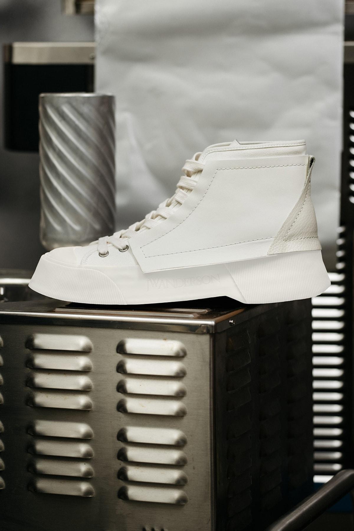 正式亮相!JW Anderson 发布首款运动鞋