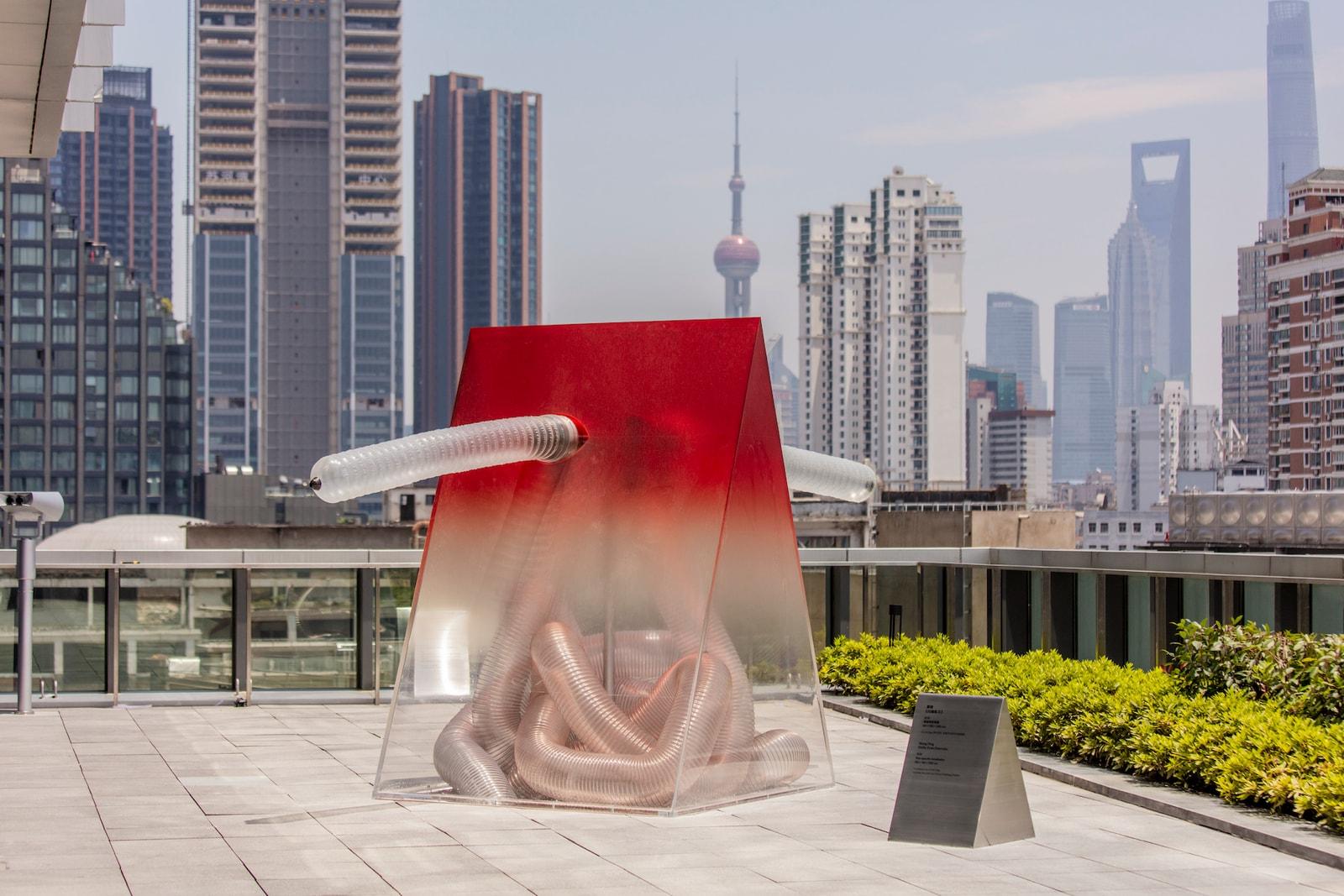 率先走进 UCCA Edge 开馆展「激浪之城: 世纪之交的艺术与上海」