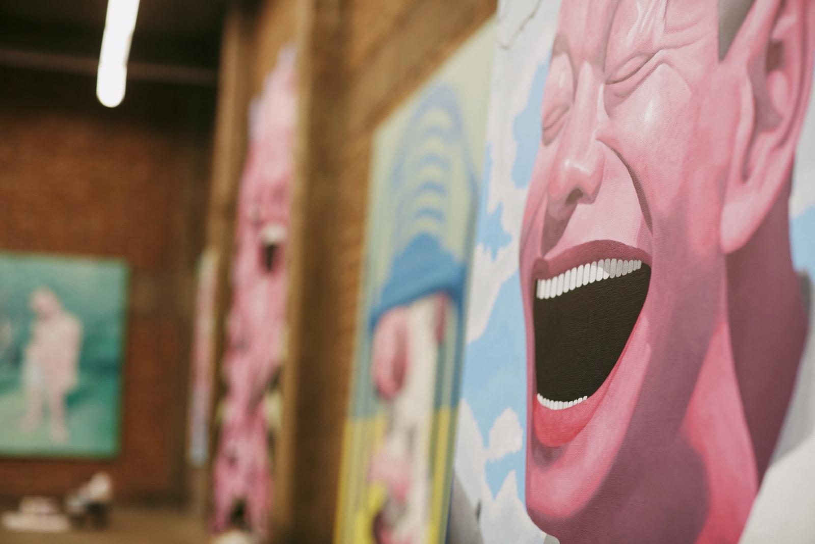 岳敏君:CdG 合作、时代情绪与大笑思考