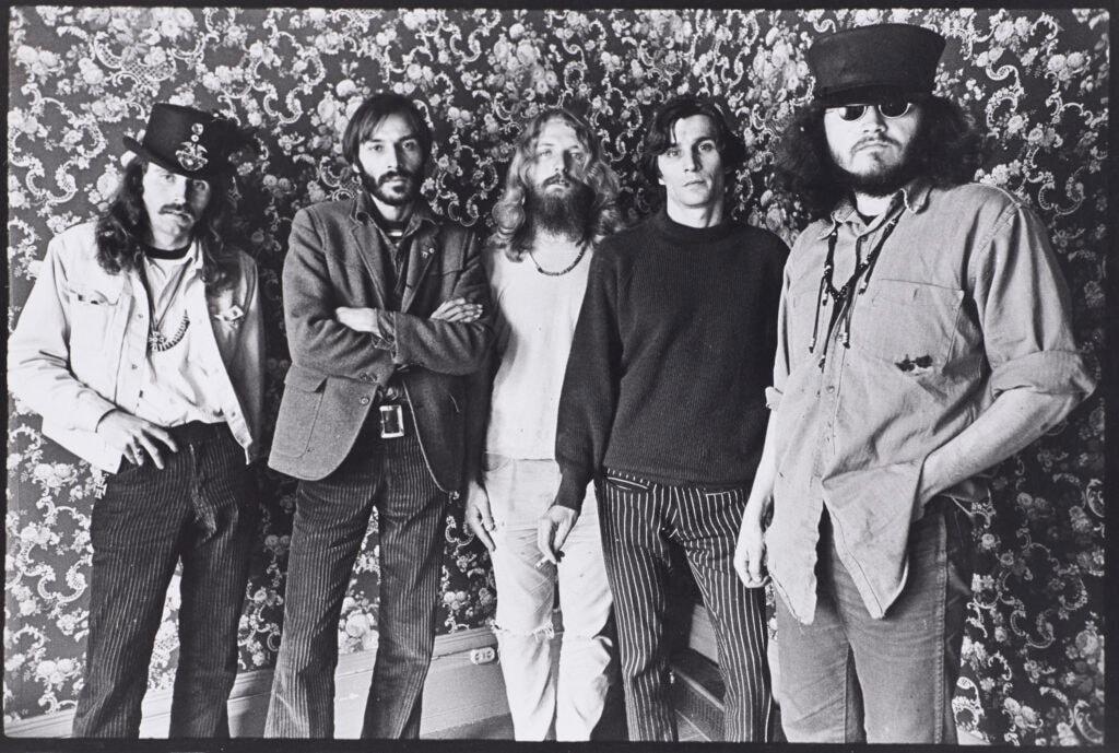 Grateful Dead 與他們的「骷髏玫瑰」如何開啓嬉皮士們的致幻藝術?