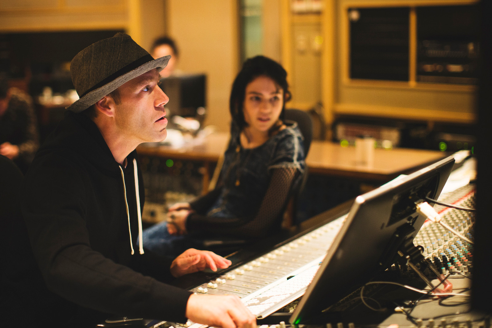 Luke Wood x Grimes 音樂對談 Part I : 走進錄音室中的潛意識之旅