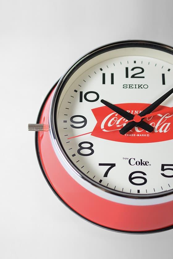 Seiko x Coca-Cola 源自 1960 年代靈感的復刻掛牆時鐘