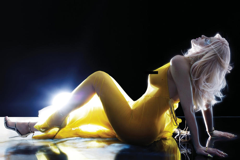 Kim Kardashian 之妹 Kylie Jenner 突破尺度拍攝《V Magazine》性感大片