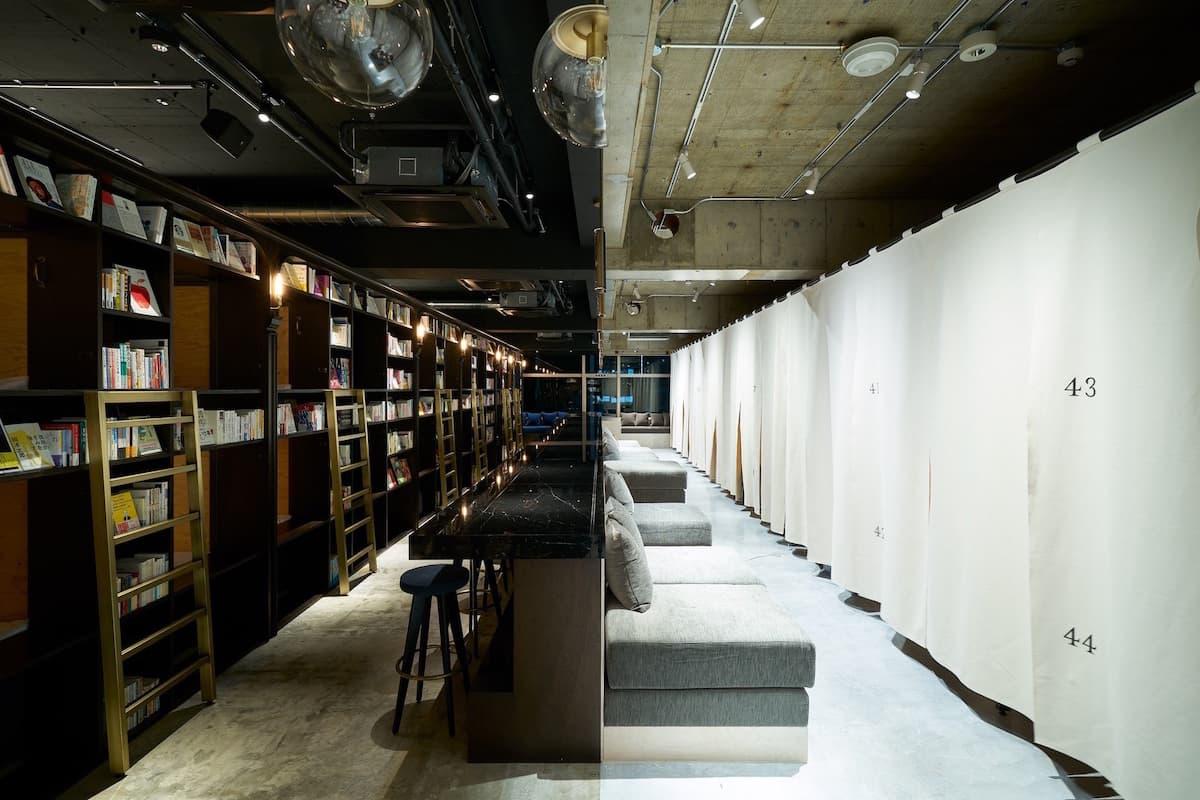 概念再升級!能夠住一晚的書店 + 酒吧 =「BOOK AND BED TOKYO 淺草店」